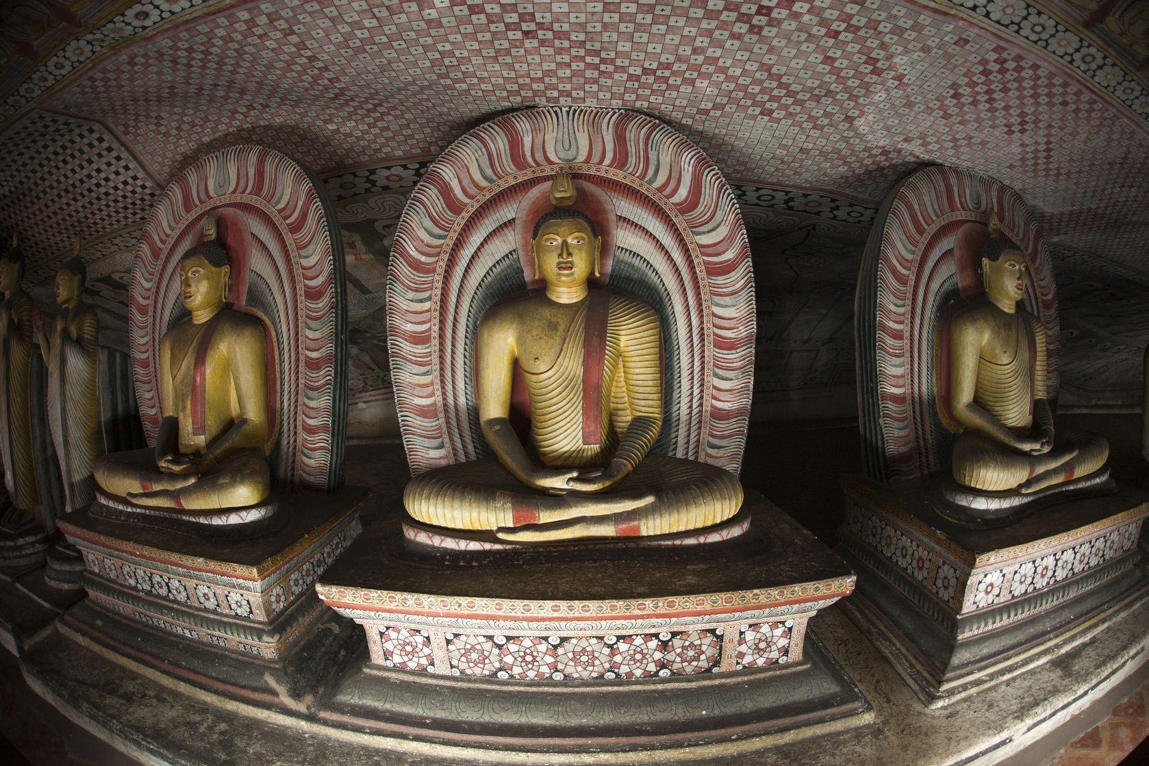 Buddha-statues-at-the-cave-temple-in-Dambulla-Sri-Lanka